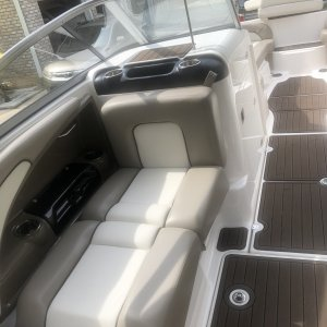 2010 Yamaha 242 Limited S   Passenger's side seat down